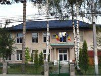 """Grup de profesori agresat în curtea Liceului Tehnologic """"Vasile Cocea"""" din Moldoviţa"""