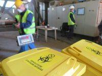 Depozit ilegal de deşeuri medicale periculoase depistat într-o hală de pe strada Cernăuţi