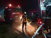 Un puternic incendiu a cuprins o gospodărie din Vama