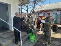 Doi veterani de război din Bosanci, sprijiniţi cu ajutoare de militari ai Forţelor Terestre