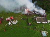 Curţi inundate şi incendiu provocat de trăsnet