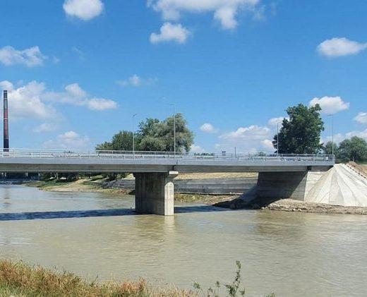"""""""Podul Unirii de peste apa Sucevei a trecut testul viiturii !"""""""