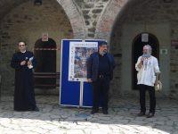 În Paraclisul Cetăţii de Scaun,cartea Evului Mediu moldav ilustrată de Mihail Gavril