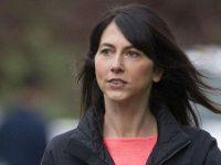 MacKenzie Scott, fosta soţie a lui Jeff Bezos, a devenit cea mai bogată femeie din lume