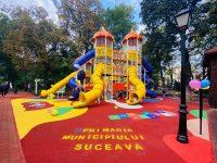S-a inaugurat locul de joacă din parcul central al Sucevei