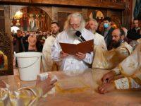Biserica din Galu, ridicată de doi preoţi, a fost târnosită de Părintele Arhiepiscop Calinic