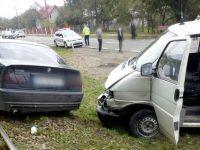 Două persoane au fost rănite după o coliziune între două autovehicule