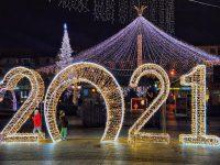 Iluminatul ornamental va funcţiona până după încheierea sărbătorilor de iarnă pe stil vechi