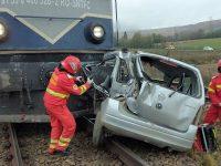 Un bărbat a murit după ce maşina în care se afla a fost lovită de tren