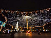 Luminiţele din Bradul de Crăciun vor fi aprinse fără fast