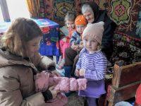 Avionul lui Moş Crăciun a venit cu ajutoare pentru sate izolate din judeţul Suceava