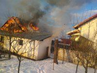 Două gospodării, din Vicovu de Sus şi Neagra Şarului, afectate de incendii