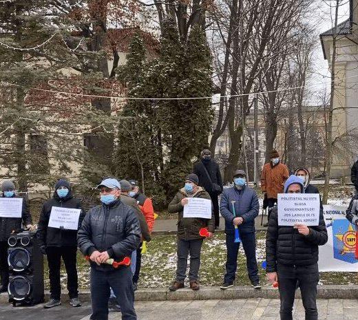 După personalul medical şi de asistenţă socială, a venit rândul poliţiştilor să protesteze împotriva Guvernului:
