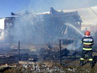 22 de incendii şi mai multe case mistuite de flăcări