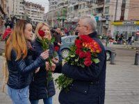 Ion Lungu nu va mai ieşi la împărţit flori de 8 Martie