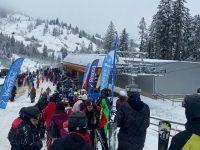 Aglomeraţie, nerespectarea măsurilor sanitare şi lipsă de organizare la pârtia de schi din Rarău