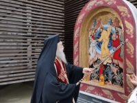 """ÎPS Calinic a sfinţit o troiţă cu icoana """"Învierea Domnului"""""""