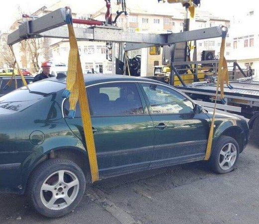 Poliţiştii locali din Suceava vor ridica vehiculele parcate în alte locuri decât pe drumul public sau în spaţiile special marcate