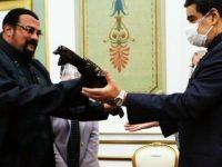 Actorul american Steven Seagal i-a oferit o sabie de samurai preşedintelui Nicolas Maduro