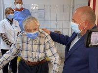 Un veteran de război de 99 de ani din Şcheia s-a vaccinat cu rapel împotriva Covid