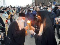 Lumina Sfântă a fost adusă pe Aeroportul Suceava şi distribuită inclusiv la Botoşani şi Cernăuţi