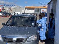 Zeci de persoane s-au vaccinat la centrul de vaccinare din maşină de la Suceava