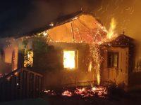 Gospodării din Costişa şi Feteşti incendiate intenţionat