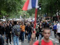 Peste 160.000 de persoane au participat la protestele antivaccinare din Franţa