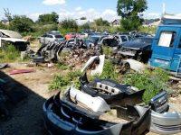 Garda de Mediu a suspendat activitatea unei firme de dezmembrări auto şi a amendat o companie ce depozita ilegal anvelope şi uleiuri uzate