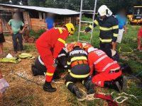 Doi bărbaţi au căzut într-o fântână