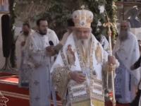 PF Daniel, la Putna,  la Praznicul Adormirii Maicii Domnului:  Maica Domnului este rugătoare  pentru toată lumea, dar în mod special este rugătoare pentru fecioare şi mame